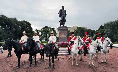 У Санкт-Петербурзі встановлений пам'ятник героєві Вітчизняної війни 1812 року грузинському князеві, російському генералу Петру Івановичу Багратіону.