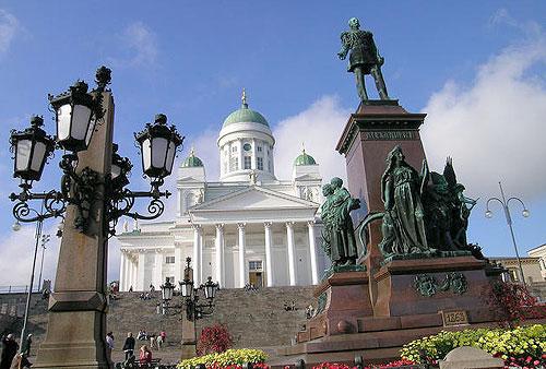 Хельсінкі. Пам`ятник Російському Імператору Олександру II на Сенатській площі