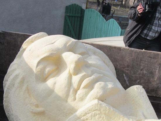 В Бродах бандеро-фашистські варвари демонтували пам`ятник Михайлу Кутузову